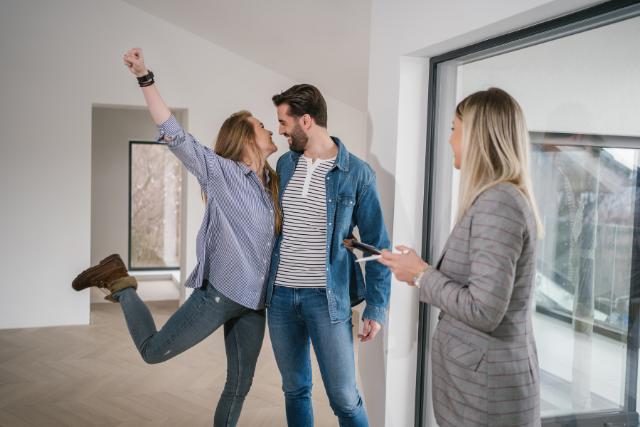 קניית דירה באמצעות עורך דין מקרקעין וחשיבות פוליסת ביטוח המשכנתא
